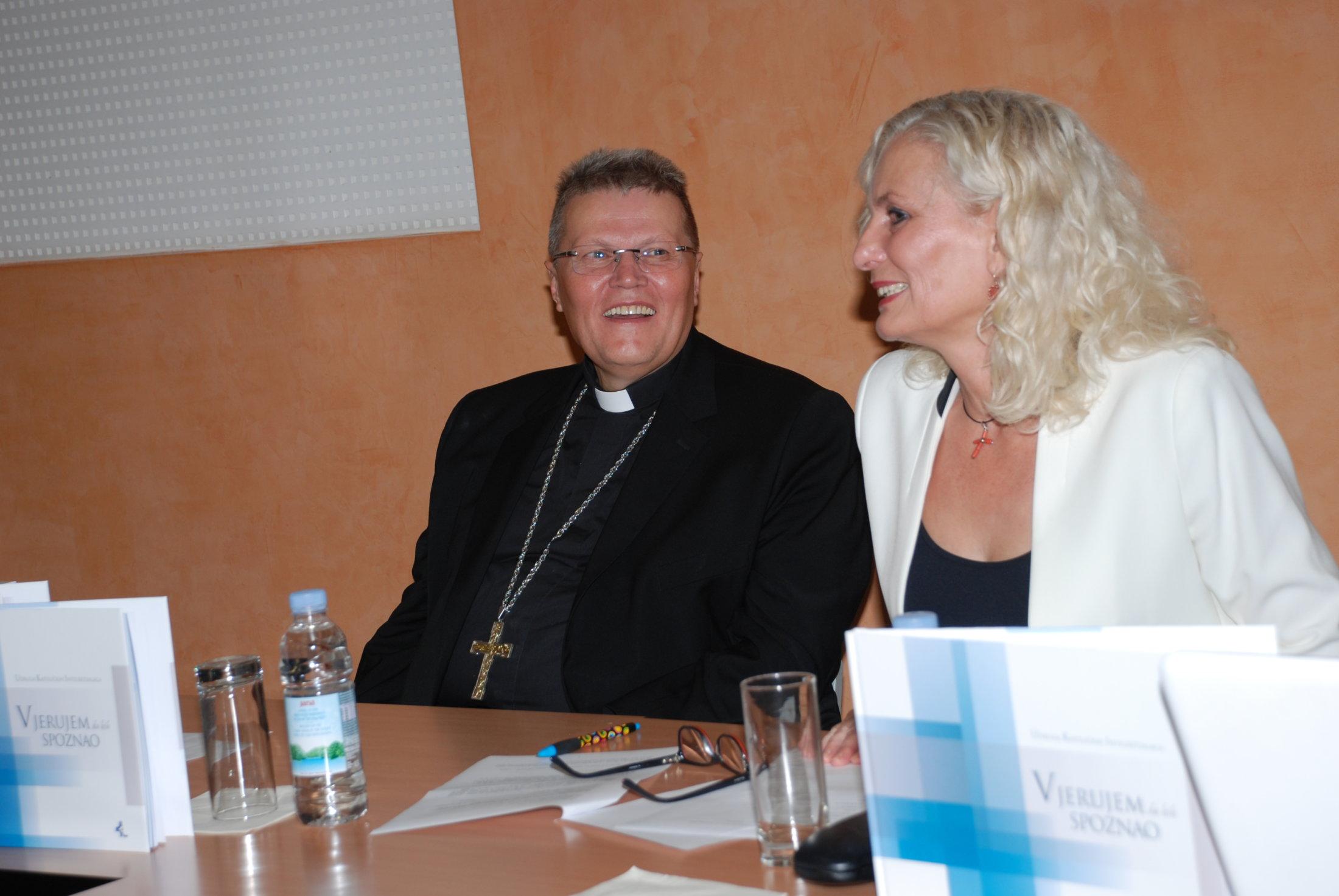 Nadbiskup Đ.Hranić I Dr.sc. R.Pšihistal Na Kraju Predstavljanja Monografije,Vikarijat Osijek,15.11.19.
