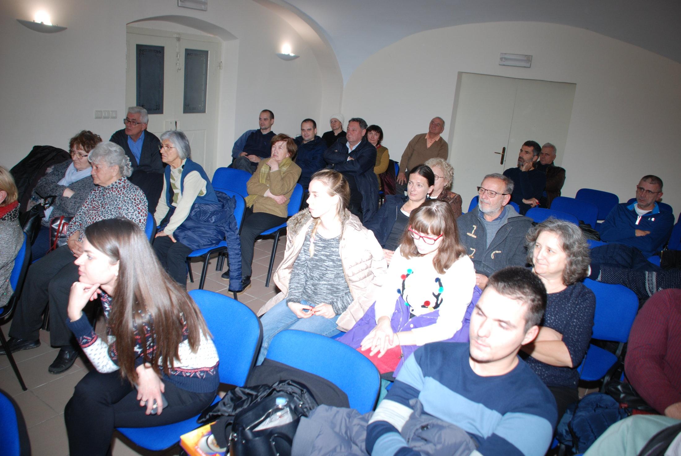 Publika Sluša Razgovor O Sv. Hildegardi, Osijek,23.12.19.