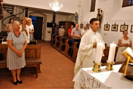 Zajedničko UKI-jevo Pjevanje Pred Oltarom Na Kraju Mise, Osijek,28.8.20.